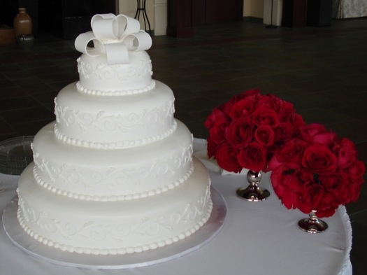 Brides Cake with the Floral Arragments